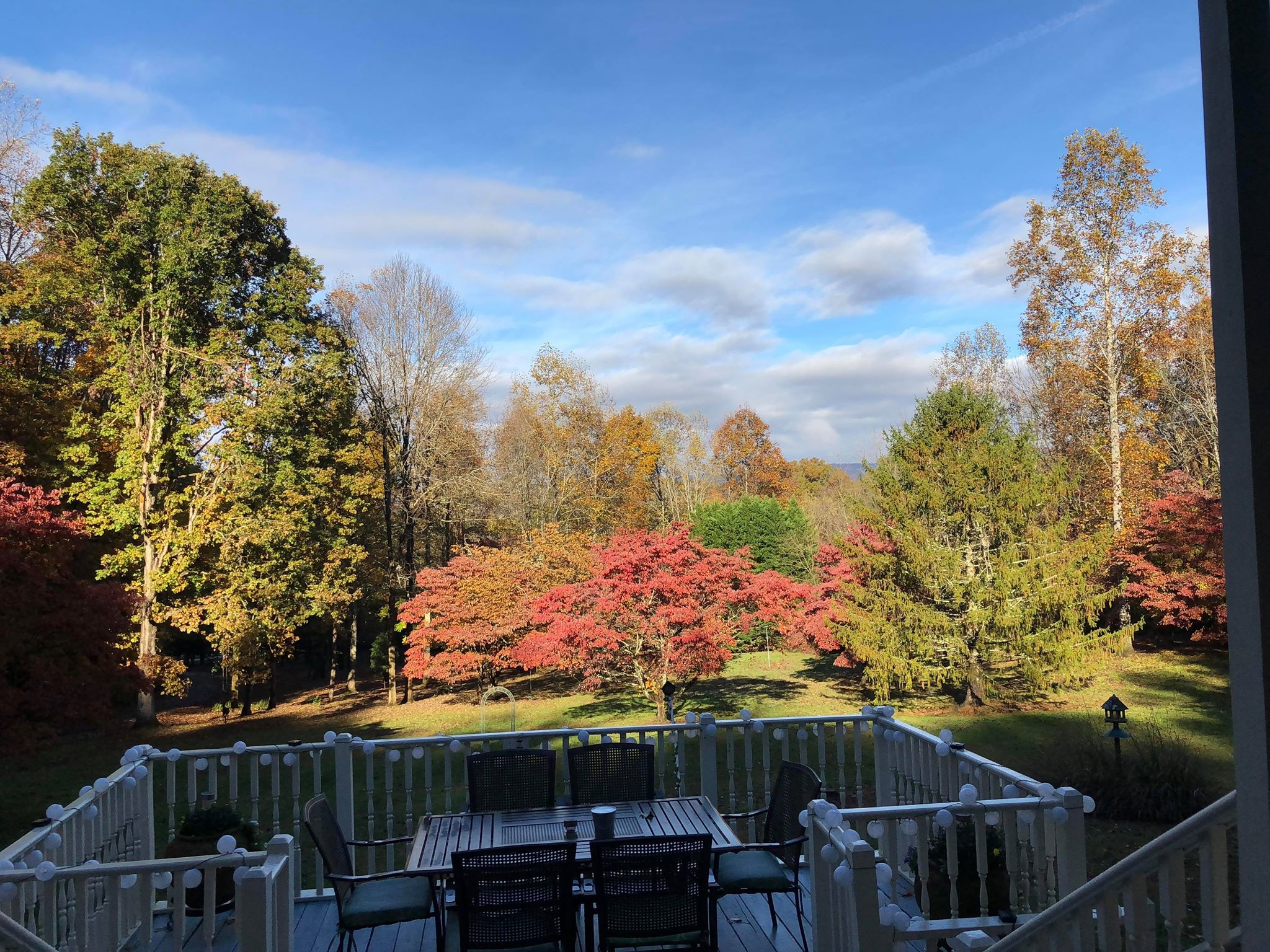 Enchanted Villa in the Smokies, Smoky Mountain fall colors, Gatlinburg fall colors, Smoky Mountain cabins with views, Pigeon Forge fall colors, Wears Valley fall colors, Smoky Mountain cabins with barbecues